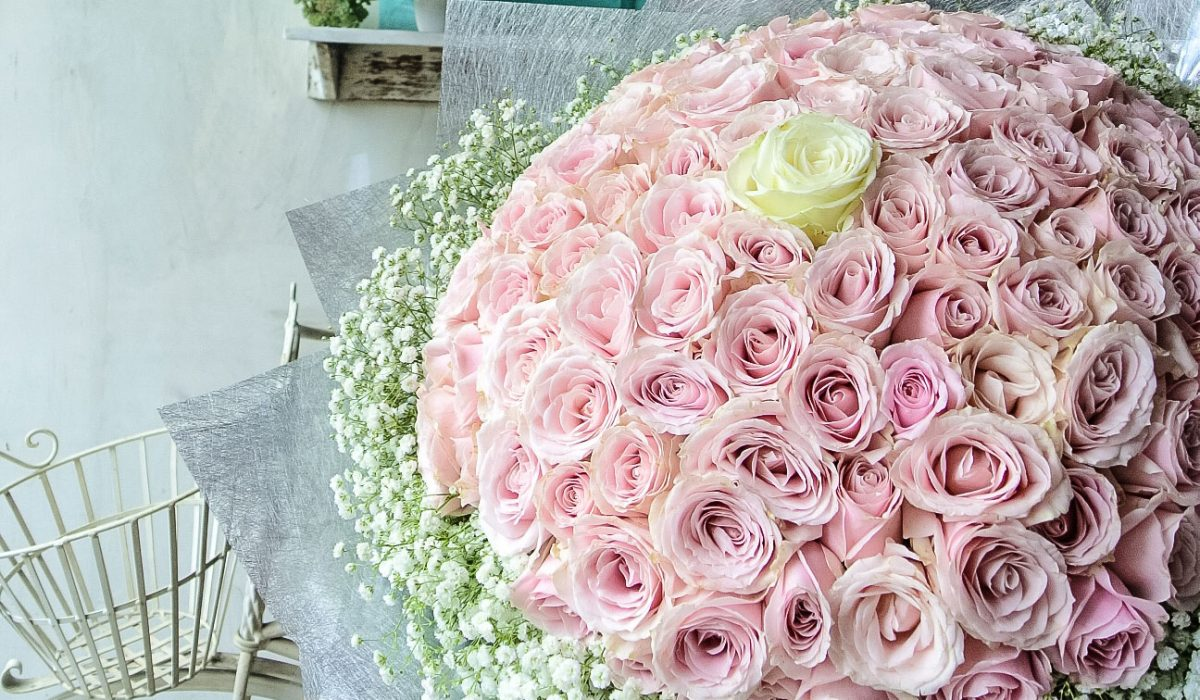 100-pink-roses-with-extra-baby-breath-1900k