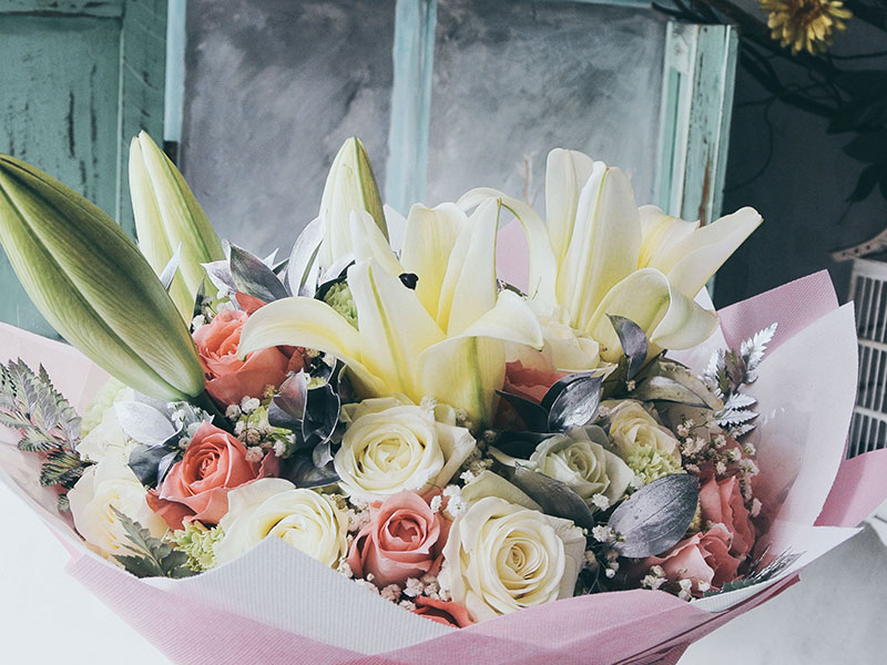 roses-mix-lily-bouquet