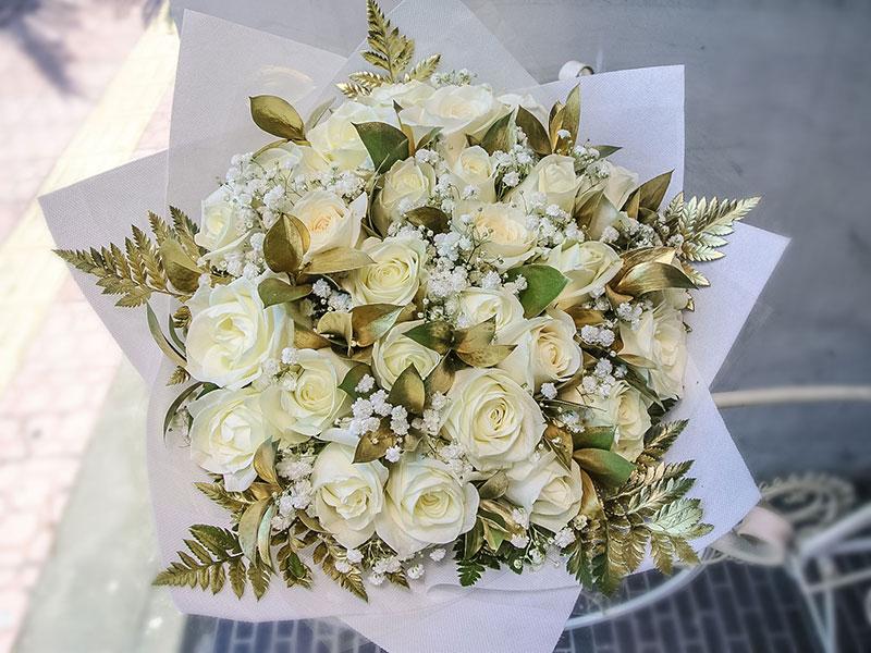 white-roses-gold-leaves-bali-flowers